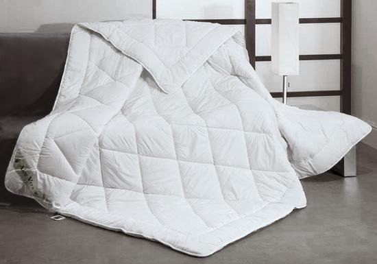 couette blanche 220x240. Black Bedroom Furniture Sets. Home Design Ideas